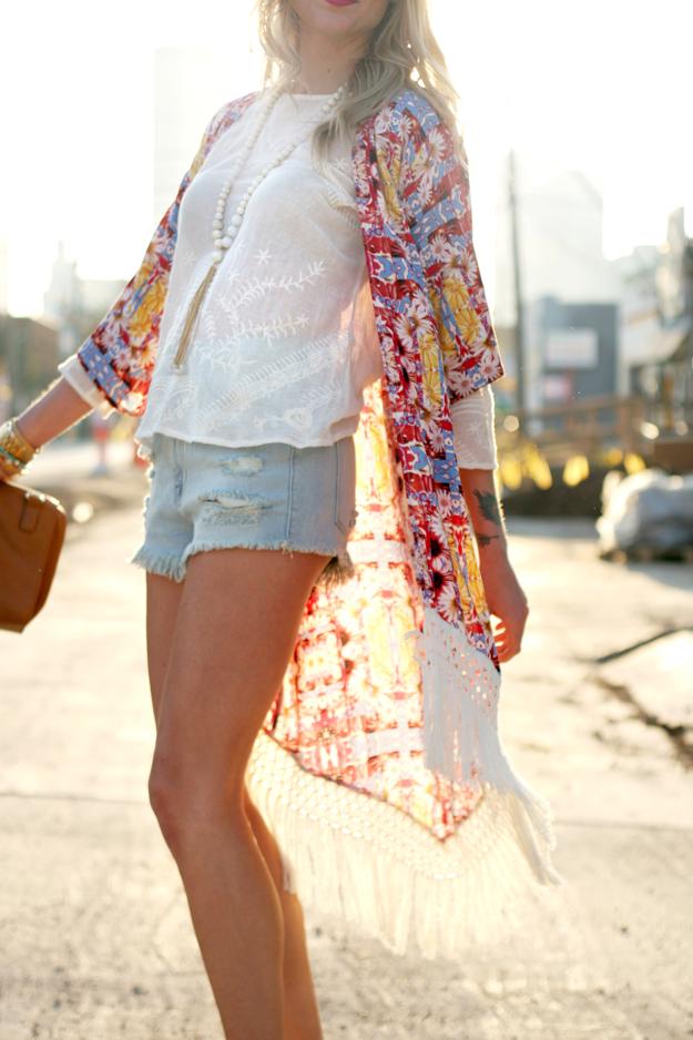 Girl similar to mon laferte - 1 5