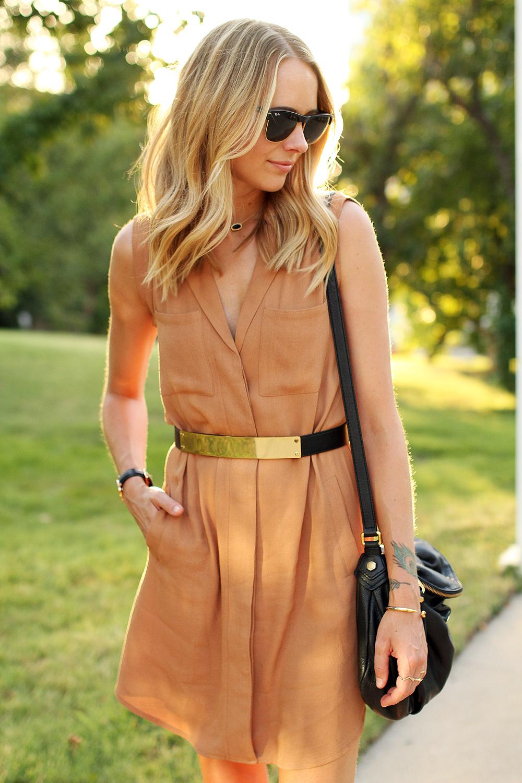 fashion-jackson-greylin-stuart-releaxed-shirt-dress-gold-metal-belt-ray-ban-sunglasses