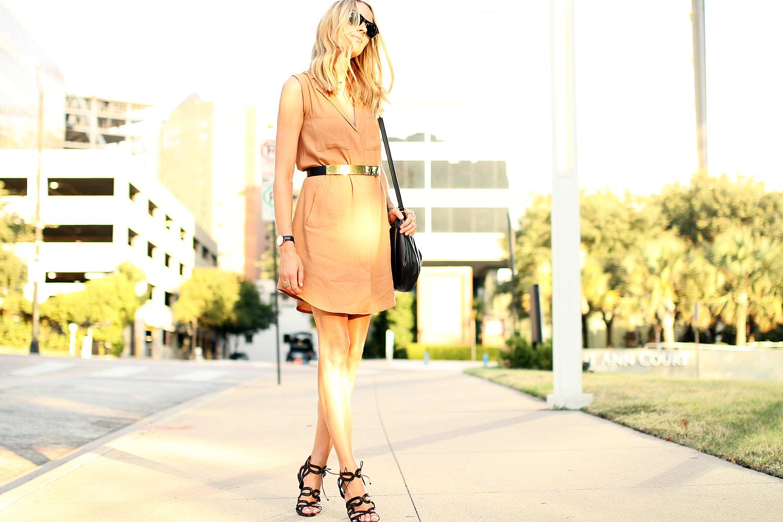 fashion-jackson-greylin-stuart-releaxed-shirt-dress-gold-metal-belt-zara-black-heels