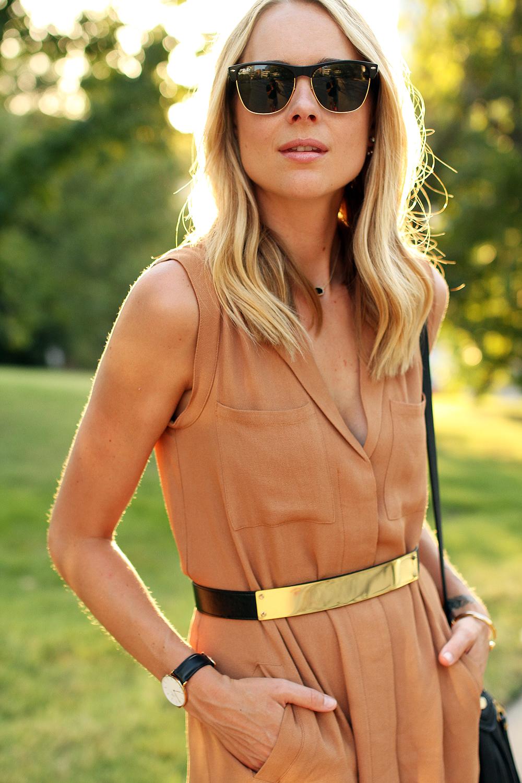 fashion-jackson-greylin-stuart-releaxed-shirt-dress-ray-ban-sunglasses-gold-metal-belt