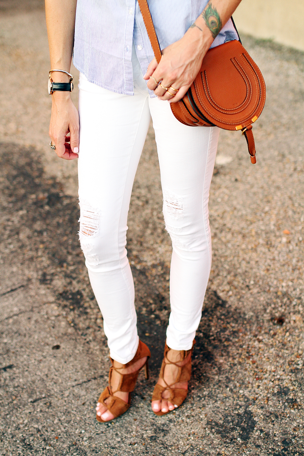 fashion-jackson-james-jeans-twiggy-white-jeans-zara-tan-suede-lace-up-sandals-chloe-marcie-small-crossbody-tan