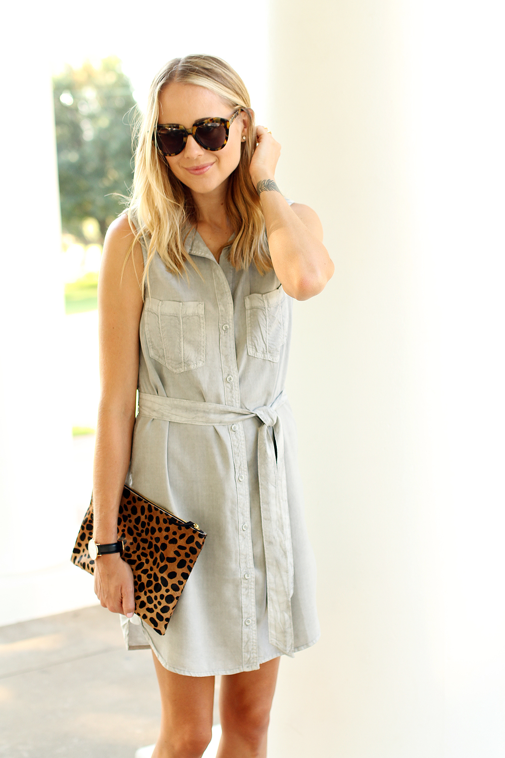 fashion-jackson-karen-walker-number-one-sunglasses-clare-v-leopard-clutch-sleeveless-tencel-shirt-dress