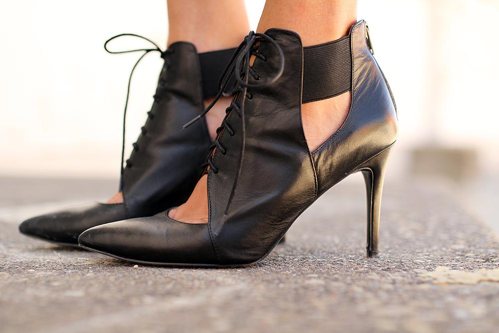 fashion-jackson-banana-republic-black-lace-up-booties
