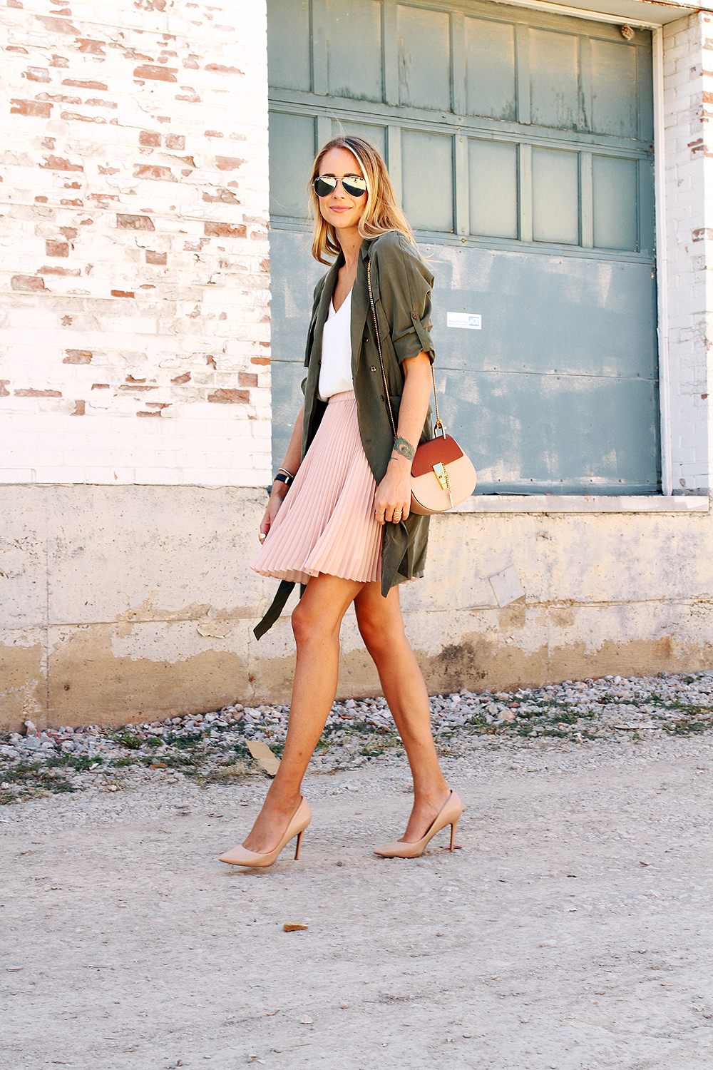fashion-jackson-banana-republic-blush-pleated-skirt-banana-republic-trench-dress-chloe-drew-handbag-nude-pumps-rayban-silver-aviator-sunglasses