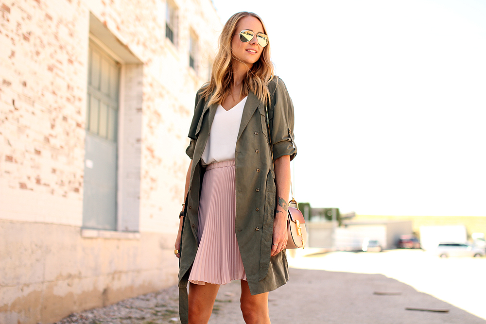 fashion-jackson-banana-republic-blush-pleated-skirt-banana-republic-trench-dress-chloe-drew-handbag-white-tank-rayban-silver-aviator-sunglasses
