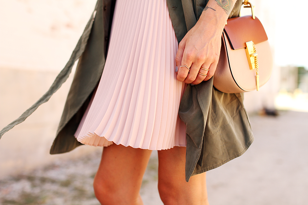 fashion-jackson-banana-republic-blush-pleated-skirt-banana-republic-trench-dress-chloe-drew-handbag