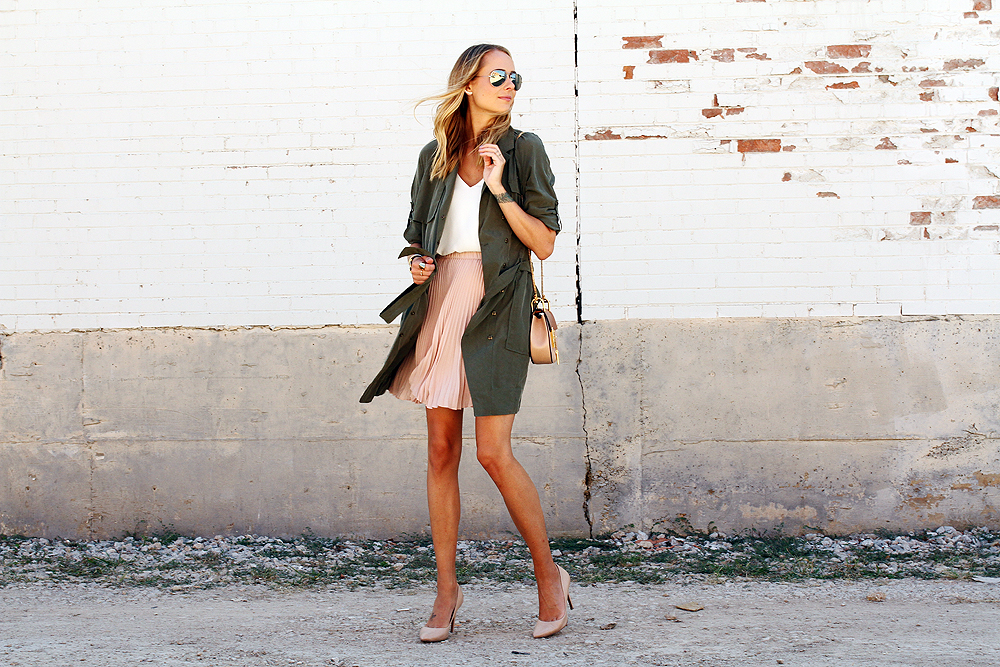 fashion-jackson-banana-republic-blush-pleated-skirt-banana-republic-trench-dress-nude-pumps-rayban-silver-aviator-sunglasses