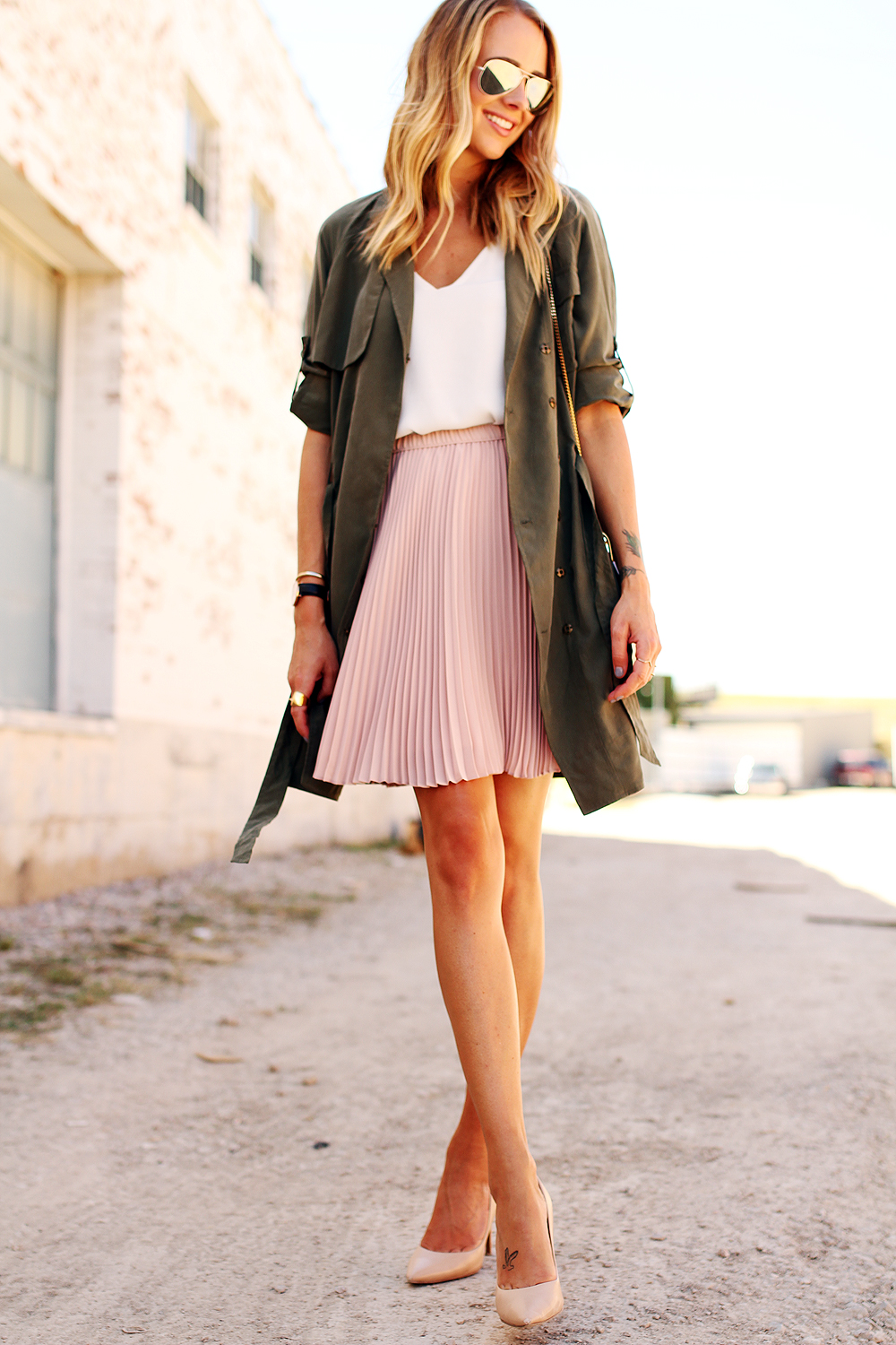fashion-jackson-banana-republic-blush-pleated-skirt-banana-republic-trench-dress-white-tank-nude-pumps-rayban-silver-aviator-sunglasses