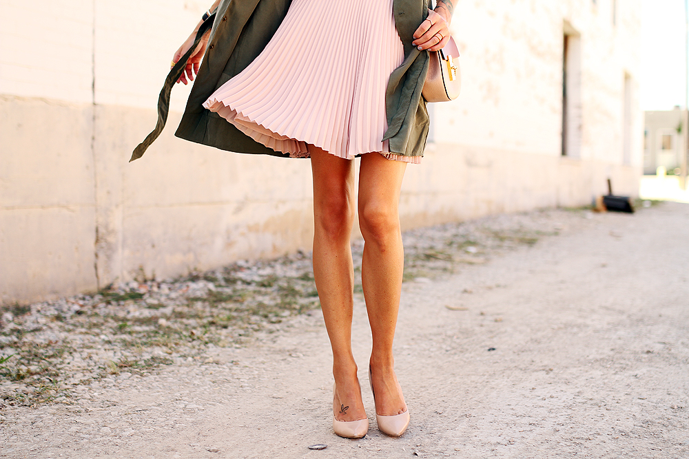fashion-jackson-banana-republic-blush-pleated-skirt-nude-pumps