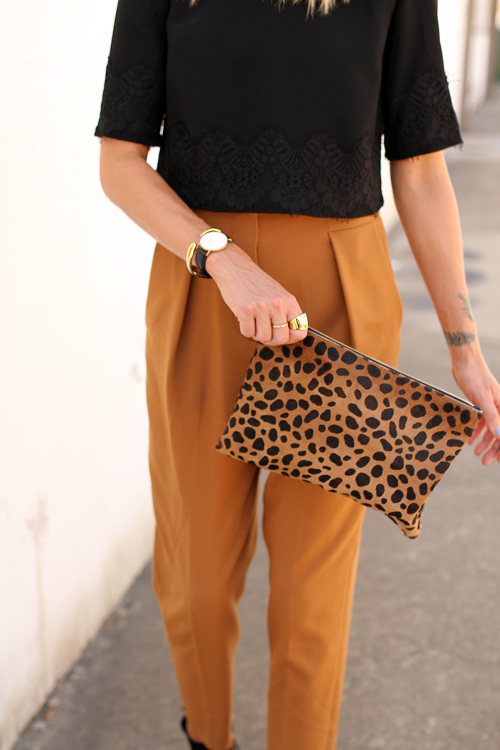 fashion-jackson-clare-v-leopard-clutch
