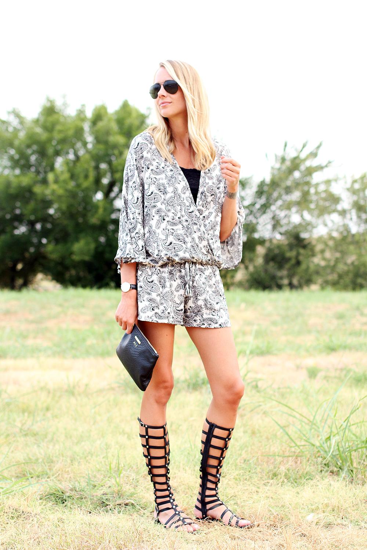 fashion-jackson-printed-romper-stuart-weitzman-black-gladiator-sandals-black-ray-ban-aviator-sunglasses-gigi-new-york-clutch