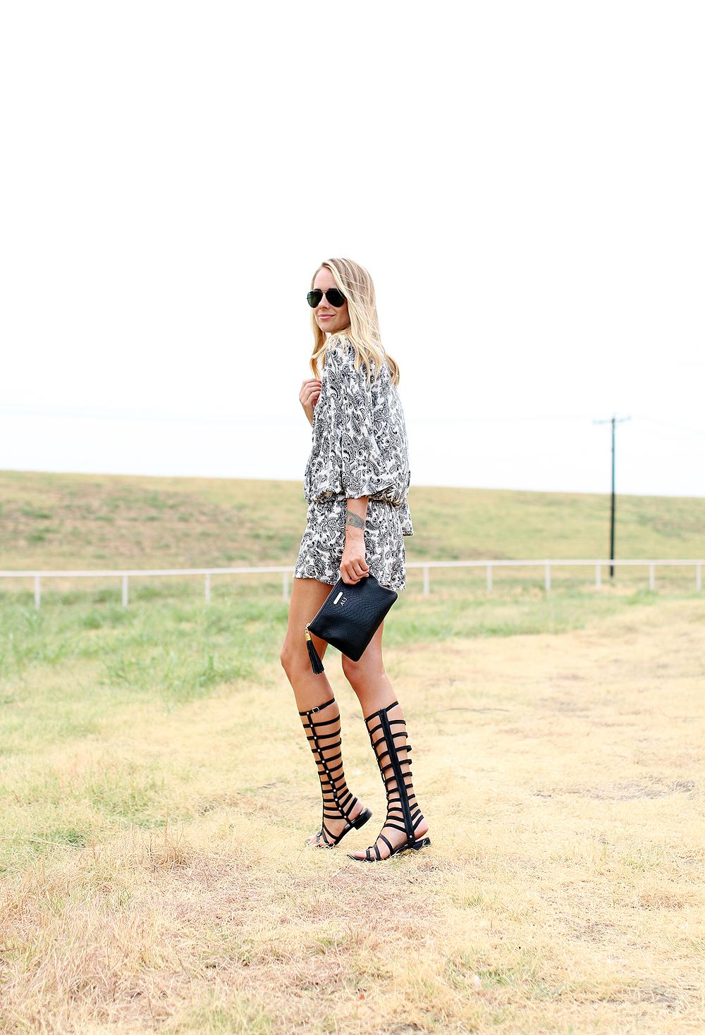 fashion-jackson-printed-romper-stuart-weitzman-black-gladiator-sandals-gigi-new-york-clutch-black-ray-ban-aviator-sunglasses