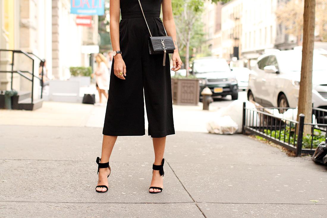 fashion-jackson-sanit-laurent-cassandre-crossbody-handbag-black-bow-heels-nyfw-street-style