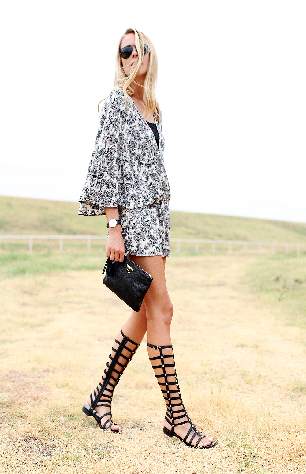 fashion-jackson-stuart-weitzman-black-gladiator-sandals-printed-romper-gigi-new-york-clutch-black-ray-ban-aviator-sunglasses