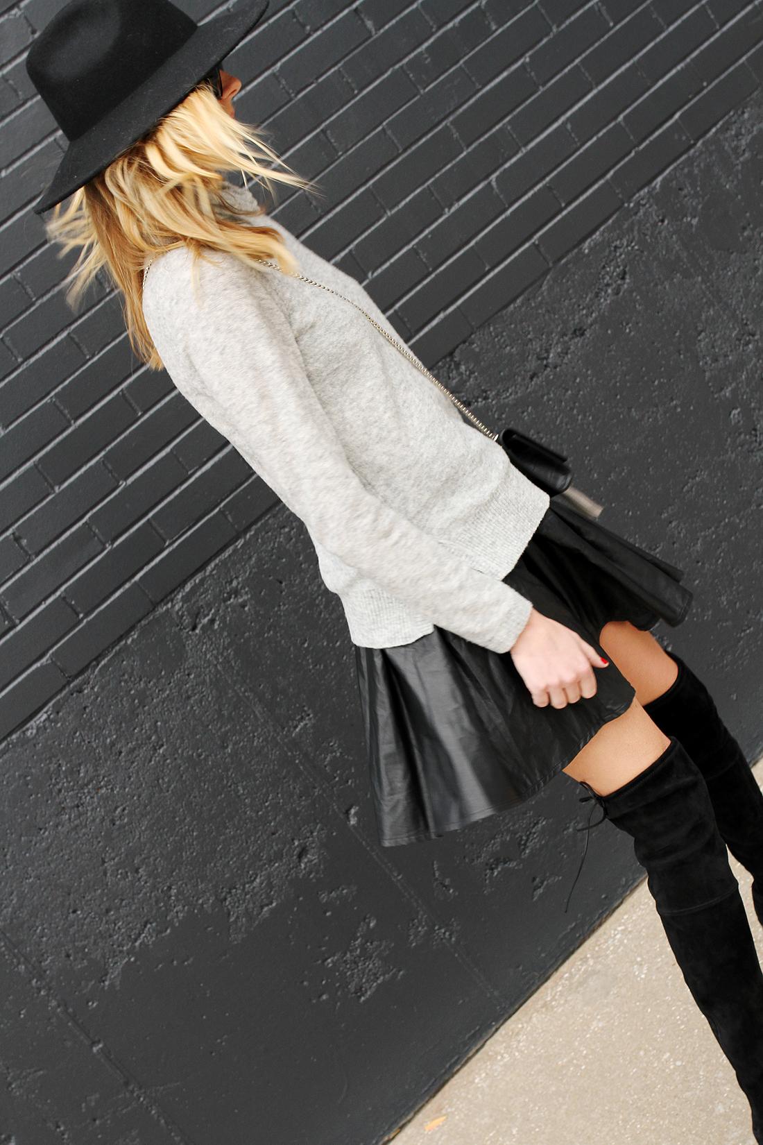 fashion-jackson-black-wool-hat-grey-sweater-black-pleated-skirt-black-otk-boots