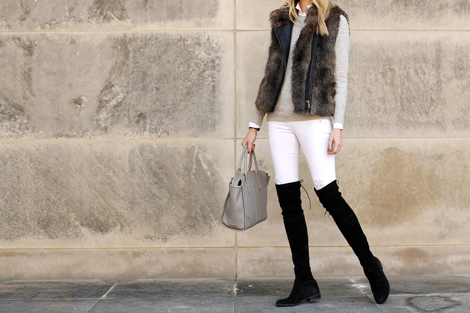 Weiße Jeans, Schwarze Stiefel
