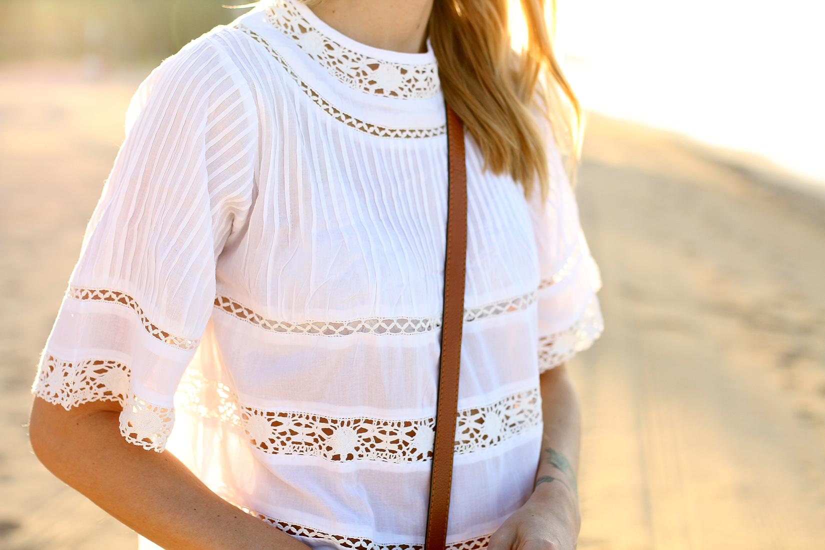fashion-jackson-white-lace-top