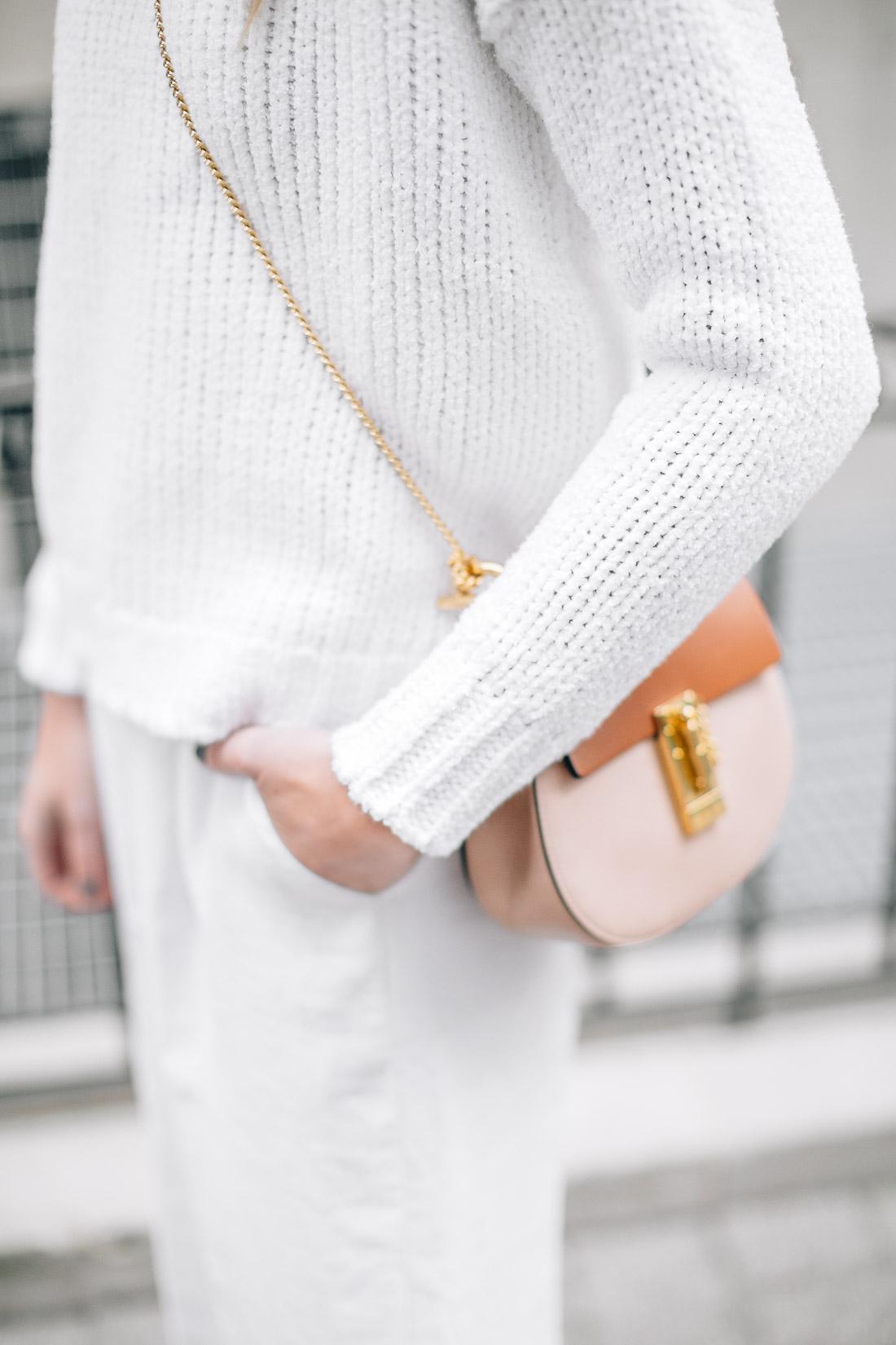 fashion-jackson-white-chunky-sweater-chloe-drew-handbag