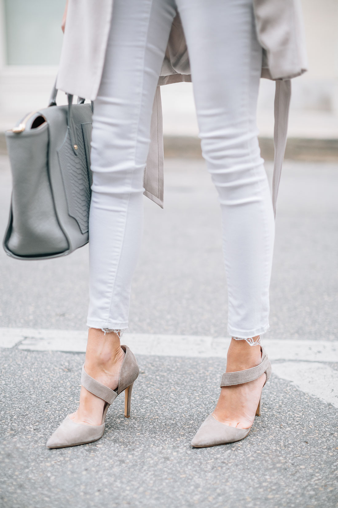 fashion-jackson-white-skinny-jeans-vince-camuto-carlotte-taupe-pumps