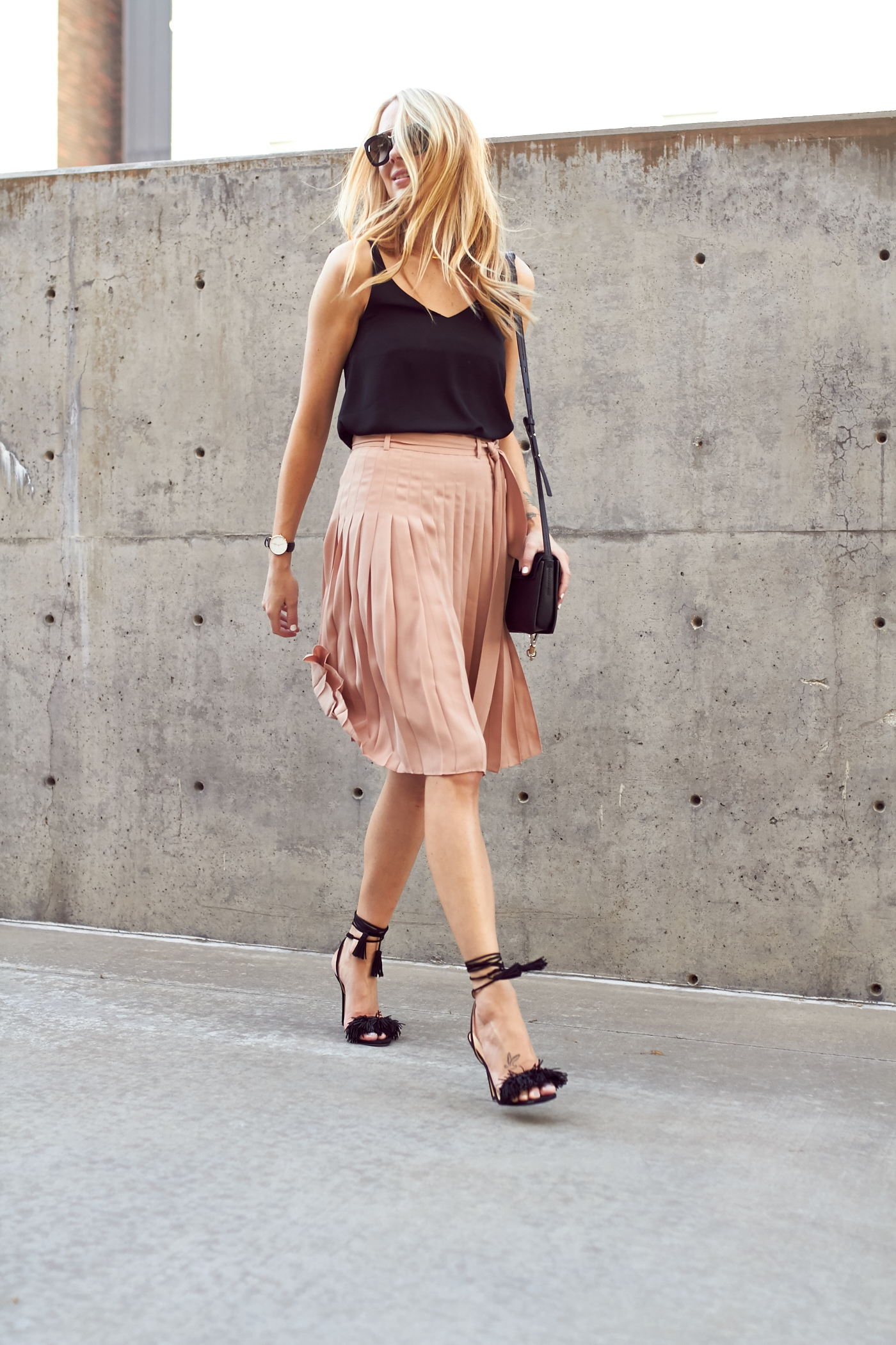 fashion-jackson-ann-taylor-pink-pleated-skirt-black-tank