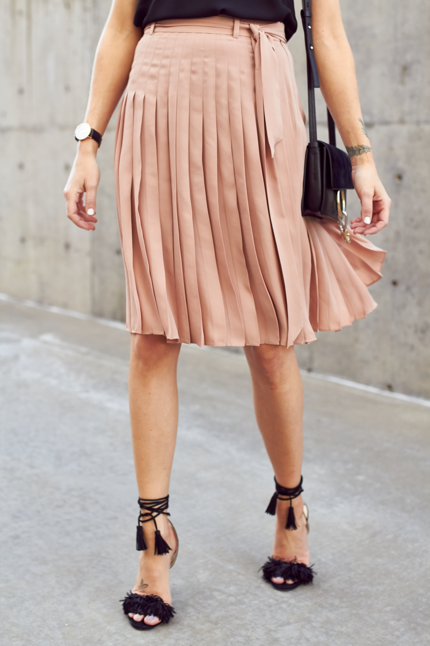 fashion-jackson-black-fringe-wild-thing-heels-ann-taylor-pink-pleated-skirt