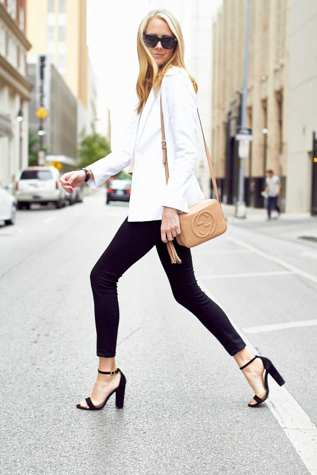 WHITE BLAZER & BLACK SKINNY JEANS | Fashion Jackson