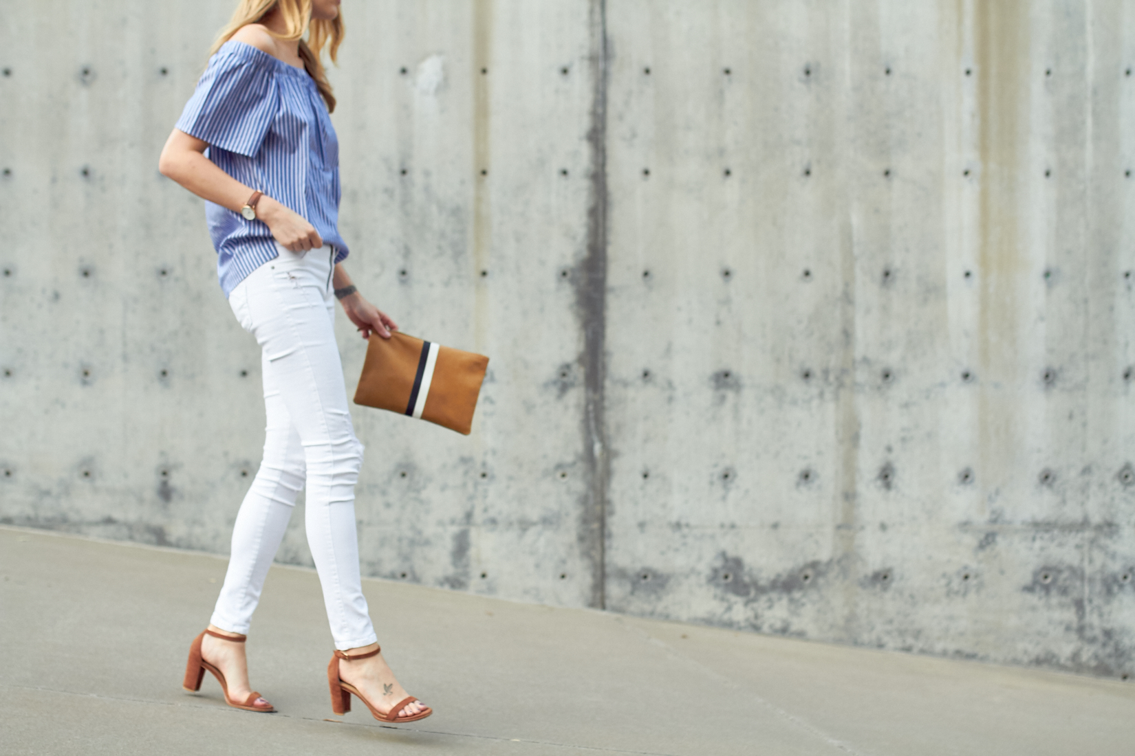 fashion-jackson-banana-republic-blue-stripe-off-the-shoulder-top-clare-v-clutch-white-skinny-jeans-stuart-weitzman-nearly-nude-sandals
