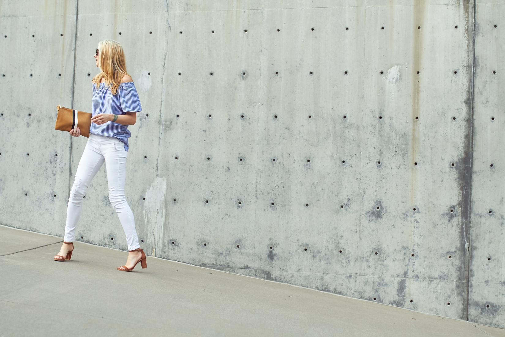 fashion-jackson-banana-republic-blue-stripe-off-the-shoulder-top-white-skinny-jeans-clare-v-clutch-stuart-weitzman-nearly-nude-sandals