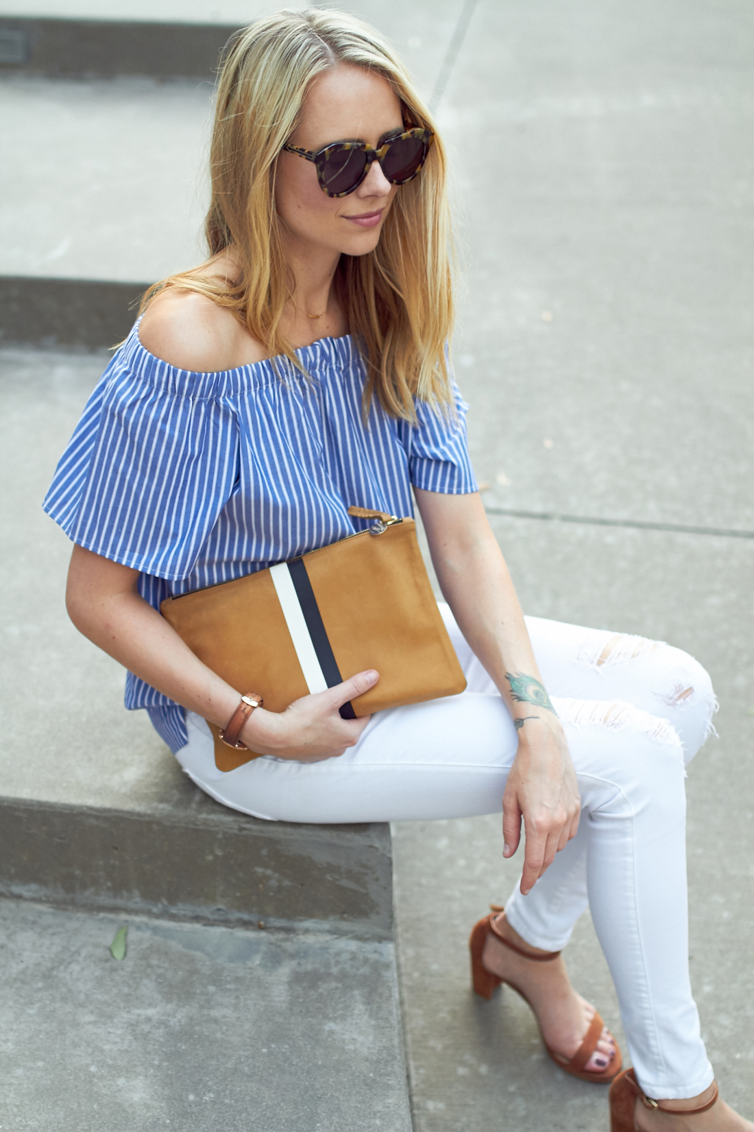 fashion-jackson-banana-republic-blue-stripe-off-the-shoulder-top-white-skinny-jeans-stuart-weitzman-nearly-nude-sandals-tan-clare-v-clutch