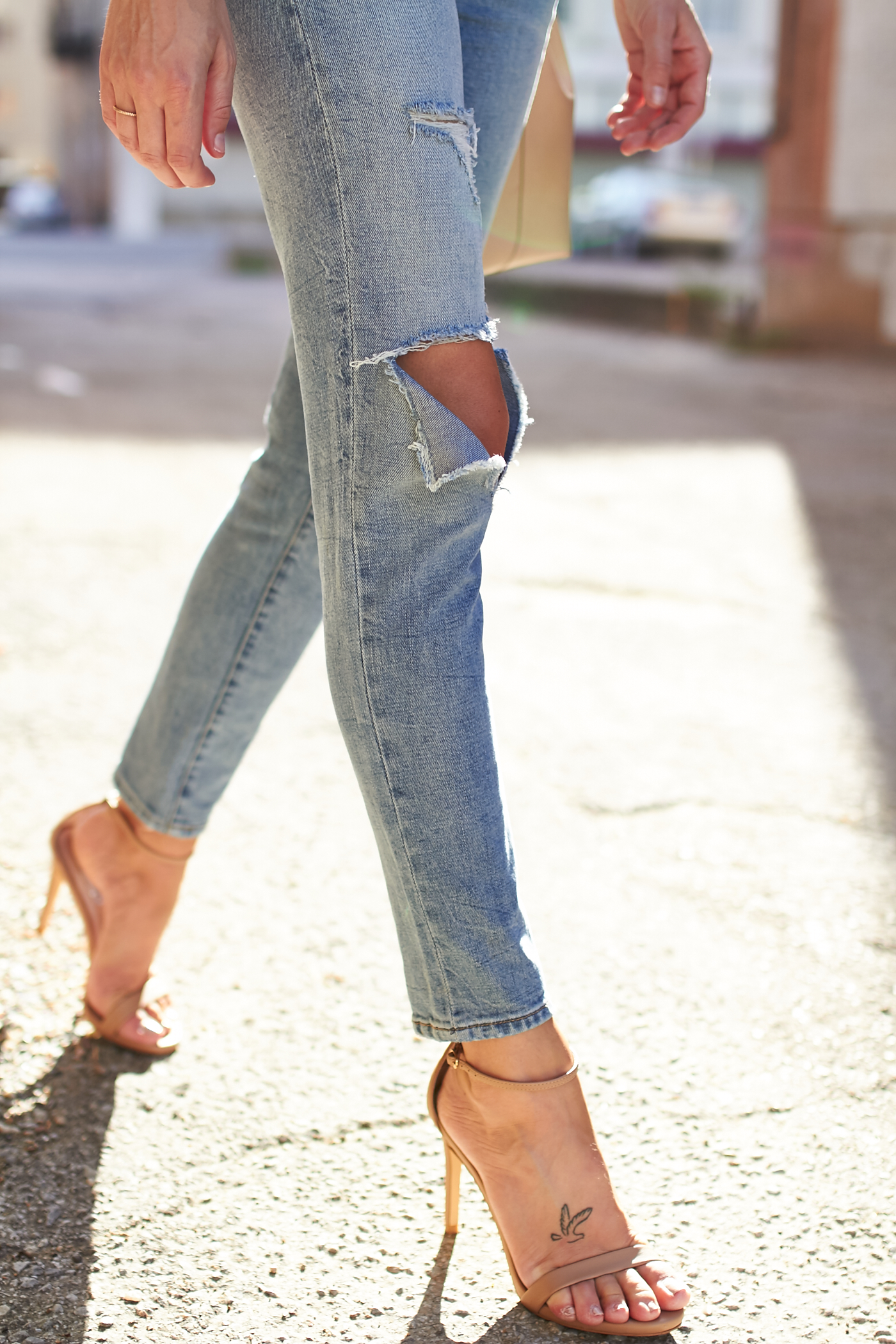 fashion-jackson-blanknyc-distressed-skinny-jeans-nordstrom-anniversary-sale-nude-ankle-strap-heels