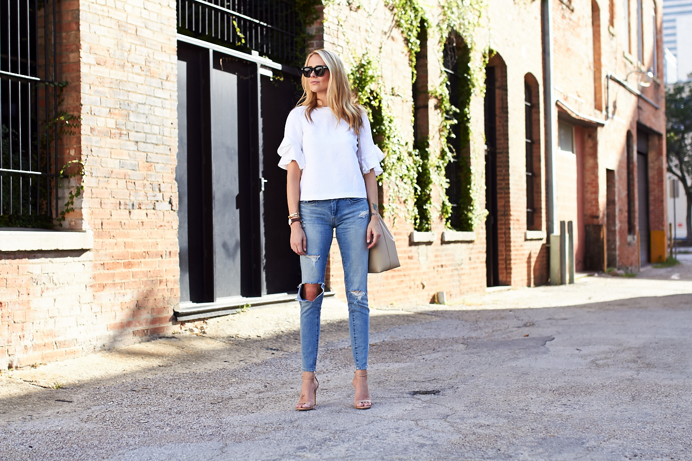 fashion-jackson-distressed-skinny-jeans-nordstrom-anniversary-sale-white-ruffle-sleeve-top