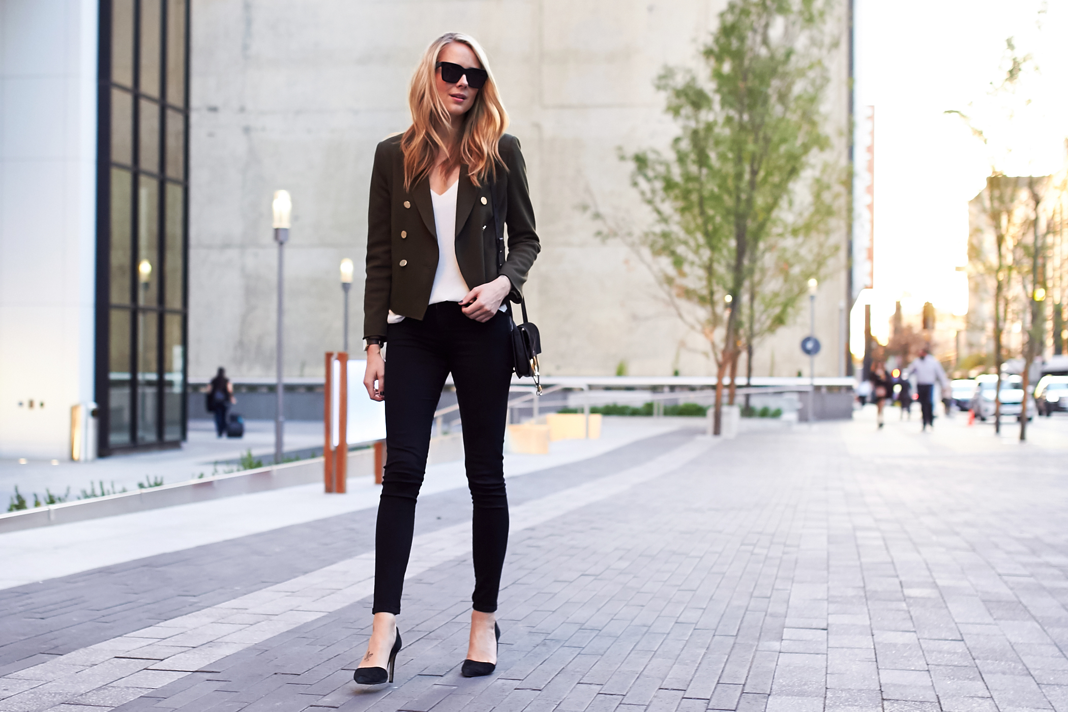 fashion-jackson-black-skinny-jeans-topshop-green-military-blazer-black-pumps