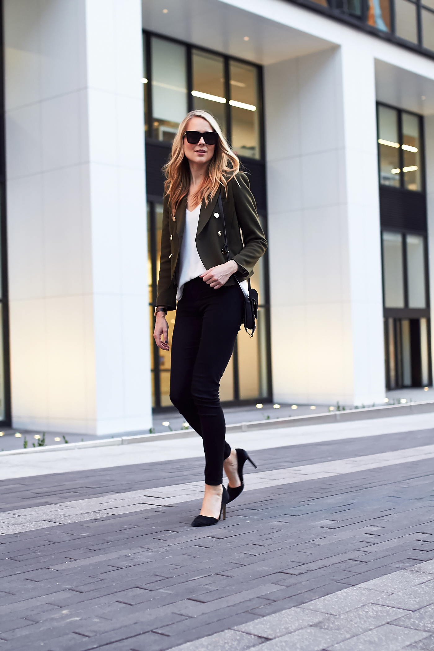 fashion-jackson-topshop-green-military-blazer-james-jeans-black-skinny-jeans-black-pumps