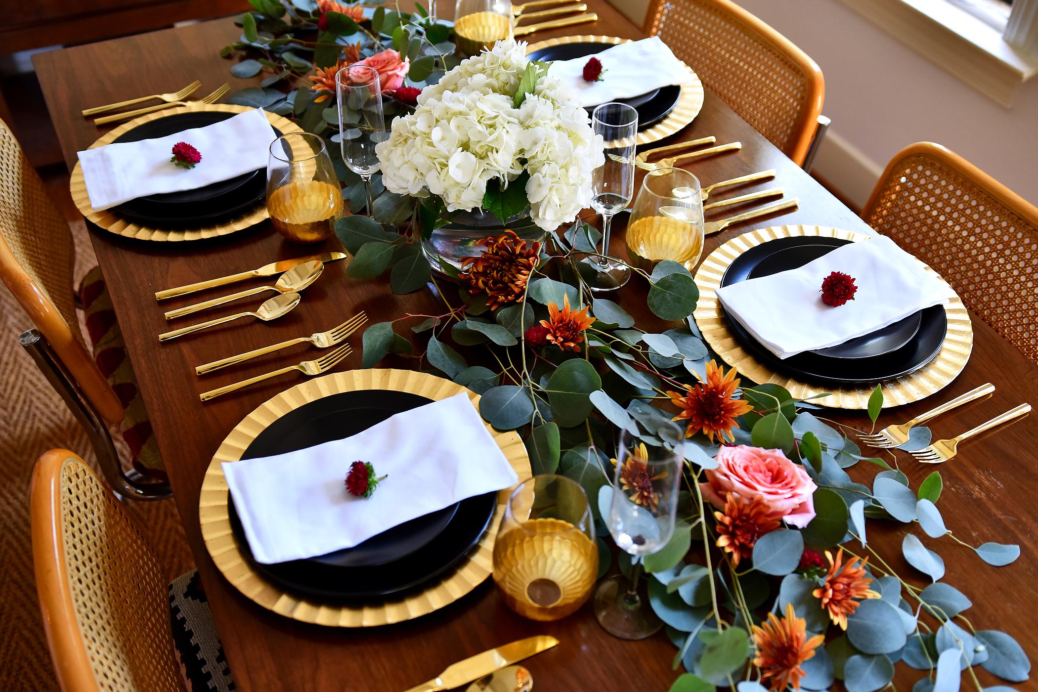 Thanksgiving Tablescape Ideas, Modern Thanksgiving Setting, Black & Gold Dinner Setting, Eucalyptus, Fall Flowers
