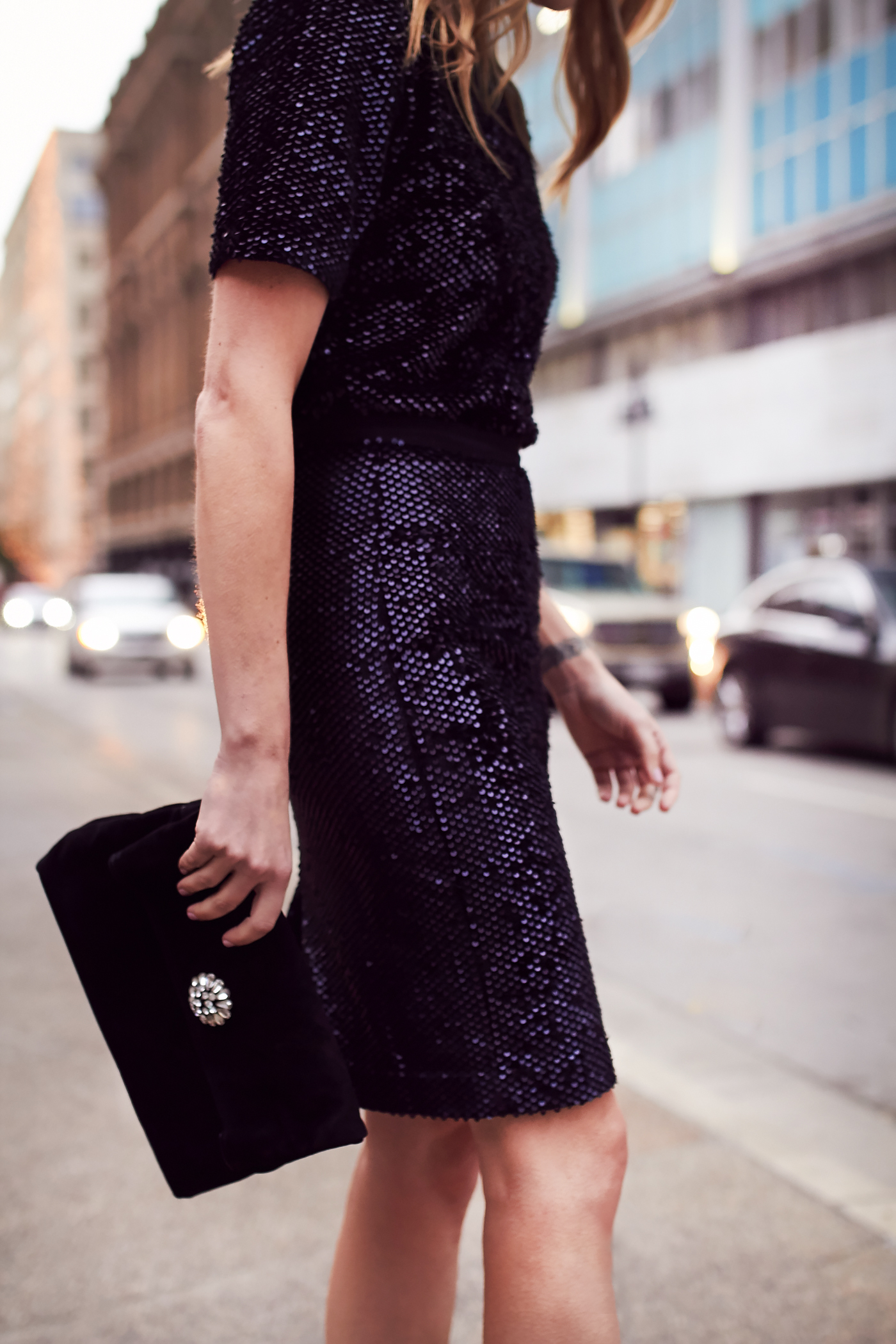 Holiday Outfit Party Dressing Sequin Top Pencil Skirt Black Pumps