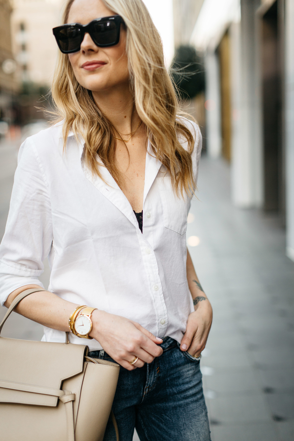 A CHIC WAY TO WEAR A WHITE BUTTON-DOWN SHIRT | Fashion Jackson