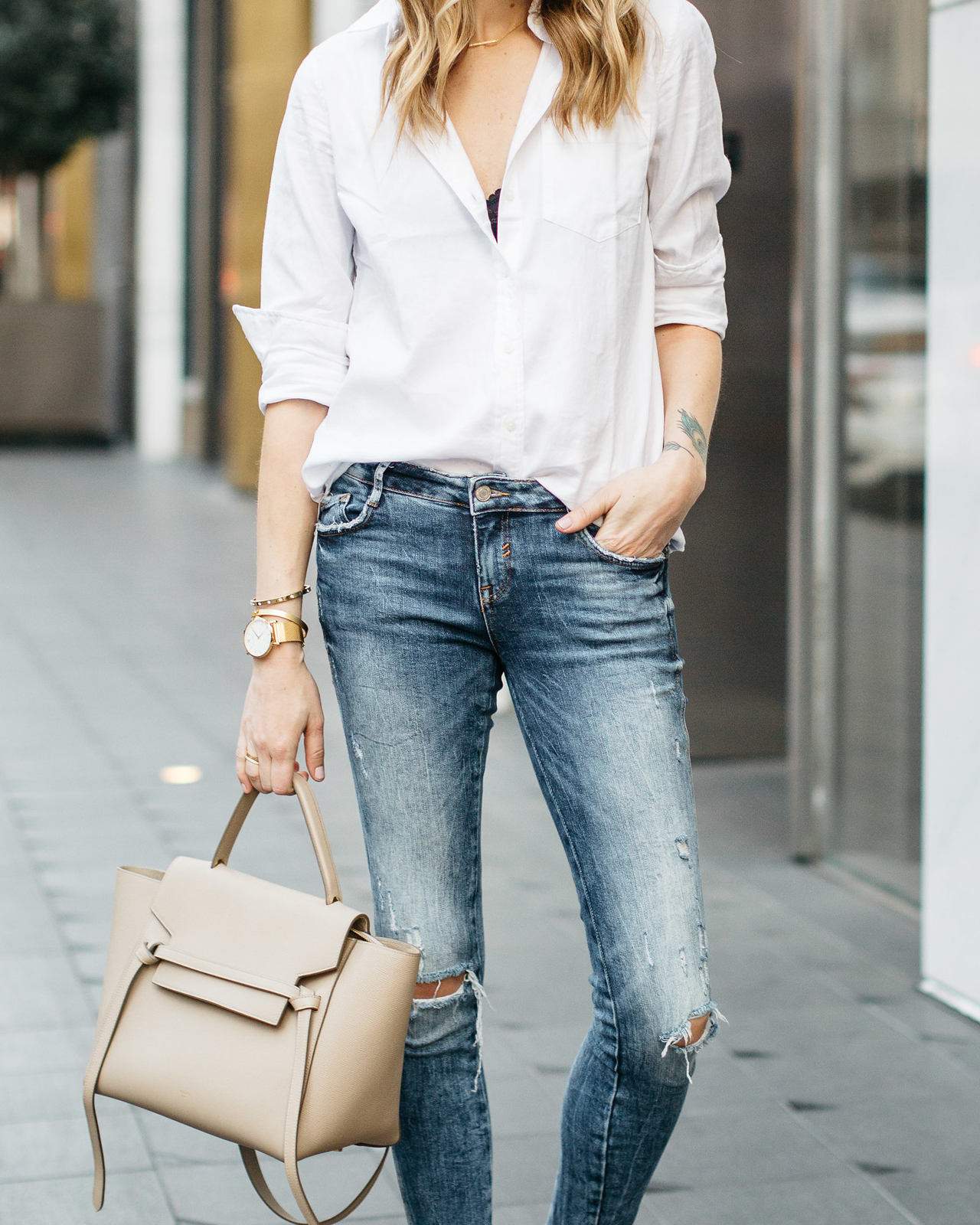 ee9b9e05241 A CHIC WAY TO WEAR A WHITE BUTTON-DOWN SHIRT