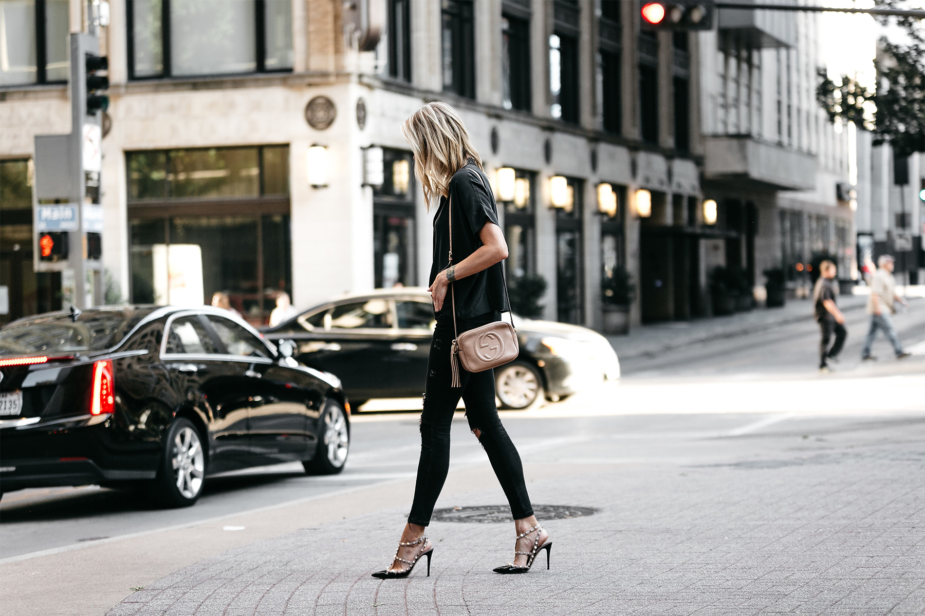 Blonde Woman Wearing Everlane Black Short Sleeve Button Up Shirt Zara Black Ripped Skinny Jeans Outfit Valentino Rockstud Pumps Gucci Soho Handbag Fashion Jackson Dallas Blogger Fashion Blogger