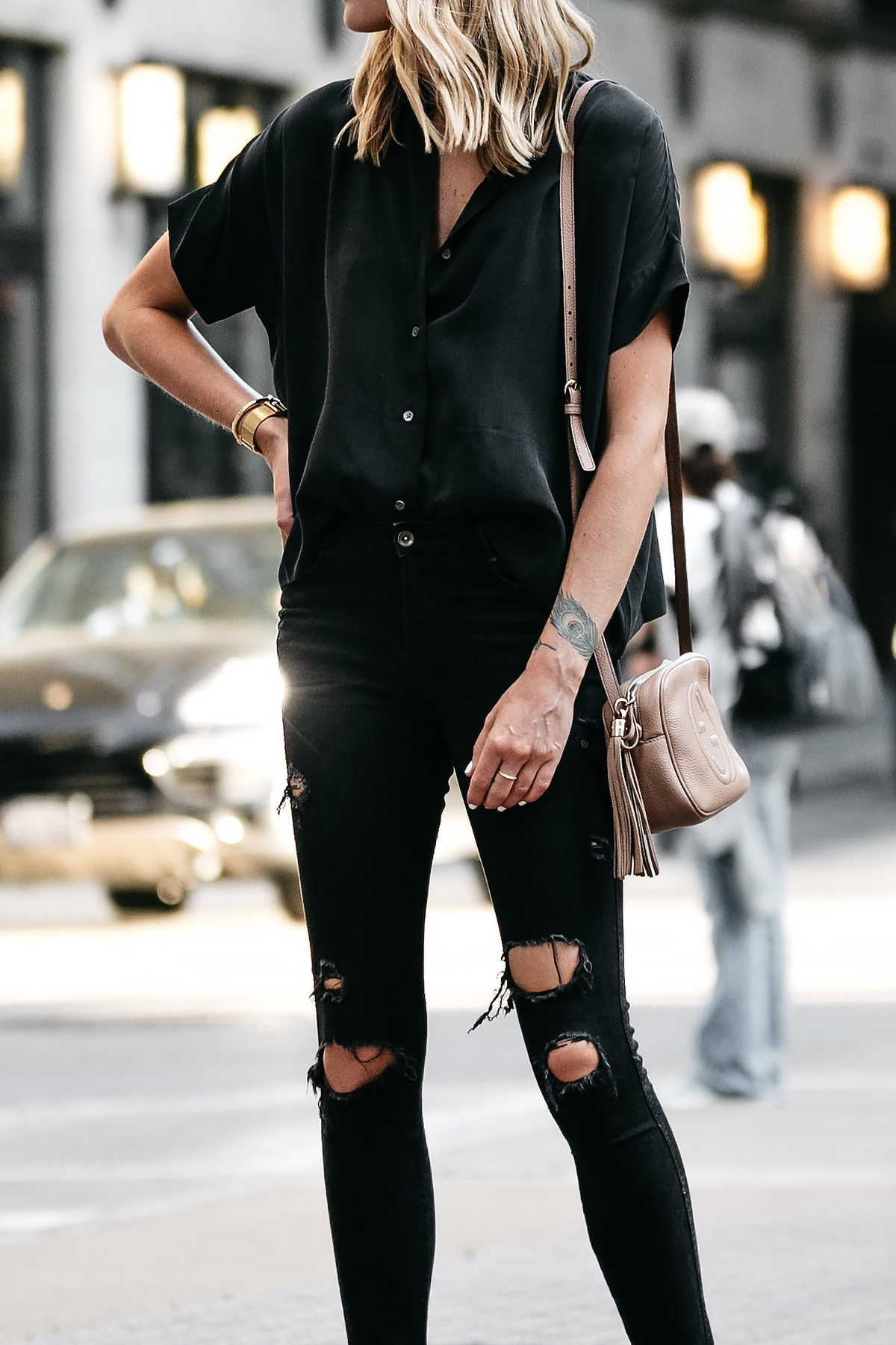 Blonde Woman Wearing Everlane Black Short Sleeve Button Up Shirt Zara Black Ripped Skinny Jeans Outfit Fashion Jackson Dallas Blogger Fashion Blogger