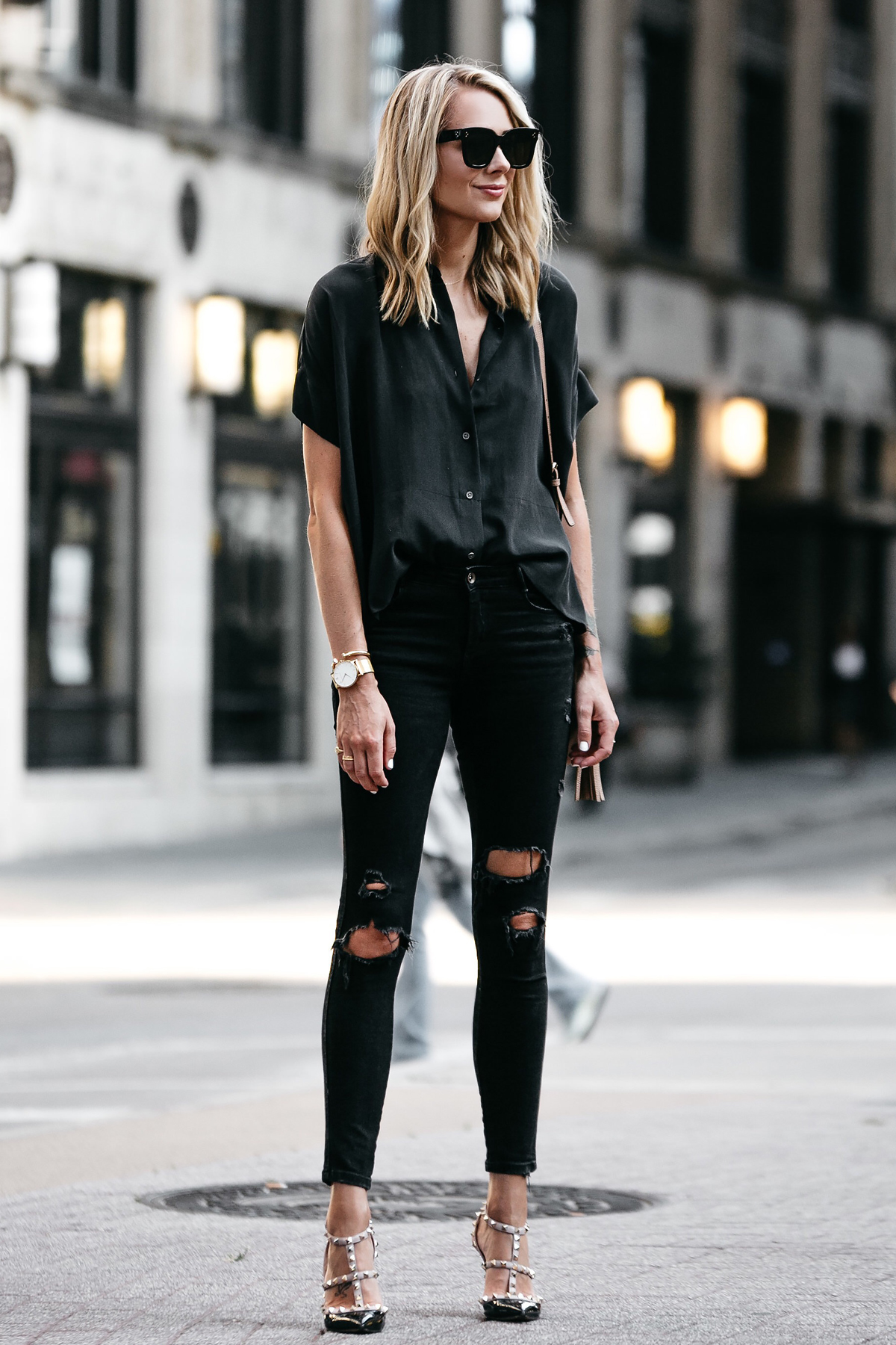 Blonde Woman Wearing Everlane Black Short Sleeve Button Up Shirt Zara Black Ripped Skinny Jeans Outfit Valentino Rockstud Pumps Fashion Jackson Dallas Blogger Fashion Blogger