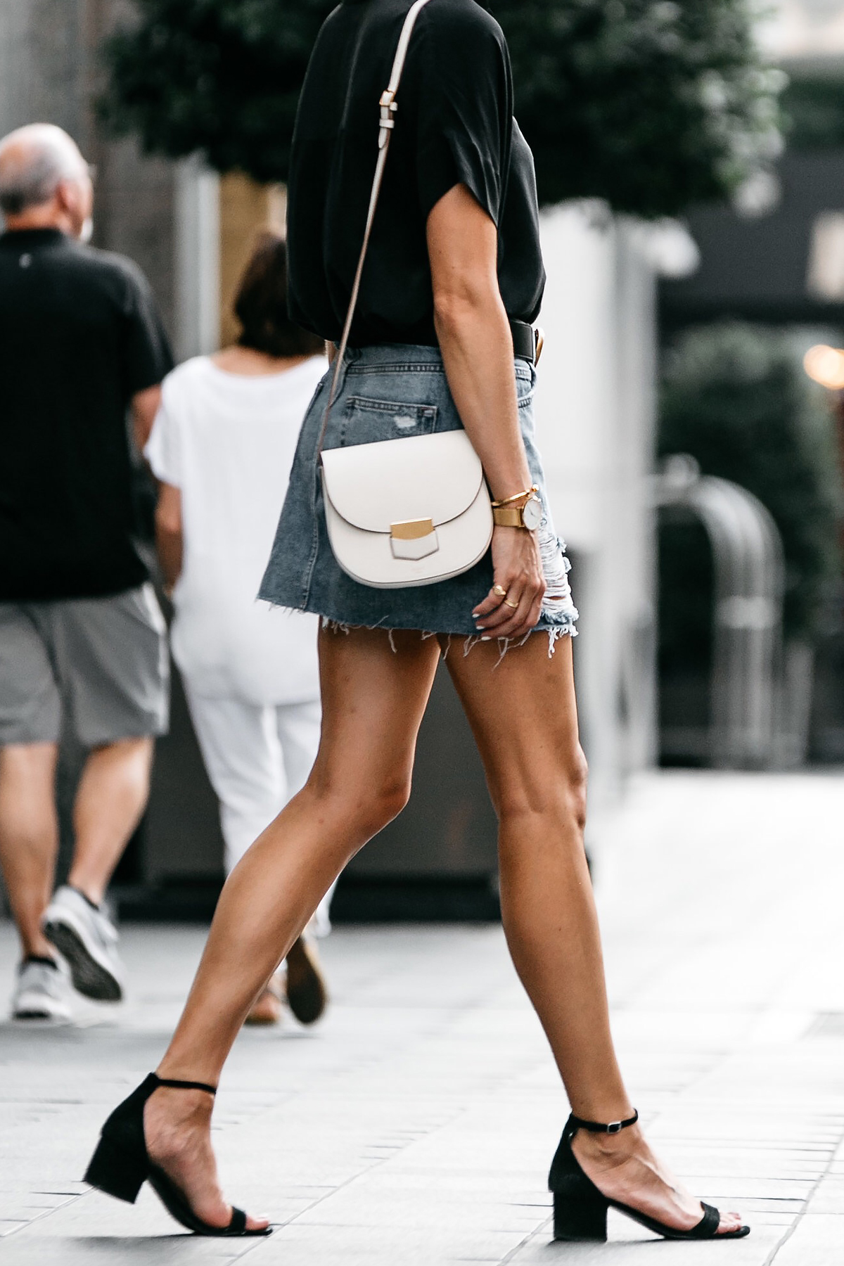 Everlane Black Short Sleeve Shirt Topshop Ripped Denim Skirt Outfit Gucci Marmont Belt Celine Trotteur White Handbag Black Ankle Strap Sandals Fashion Jackson Dallas Blogger Fashion Blogger Street Style