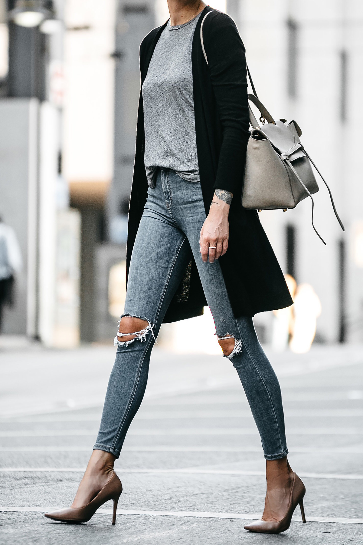 Long Black Cardigan Grey Tshirt Topshop Ripped Skinny Jeans Nude Pumps Outfit Celine Belt Bag Fashion Jackson Dallas Blogger Fashion Blogger Street Style