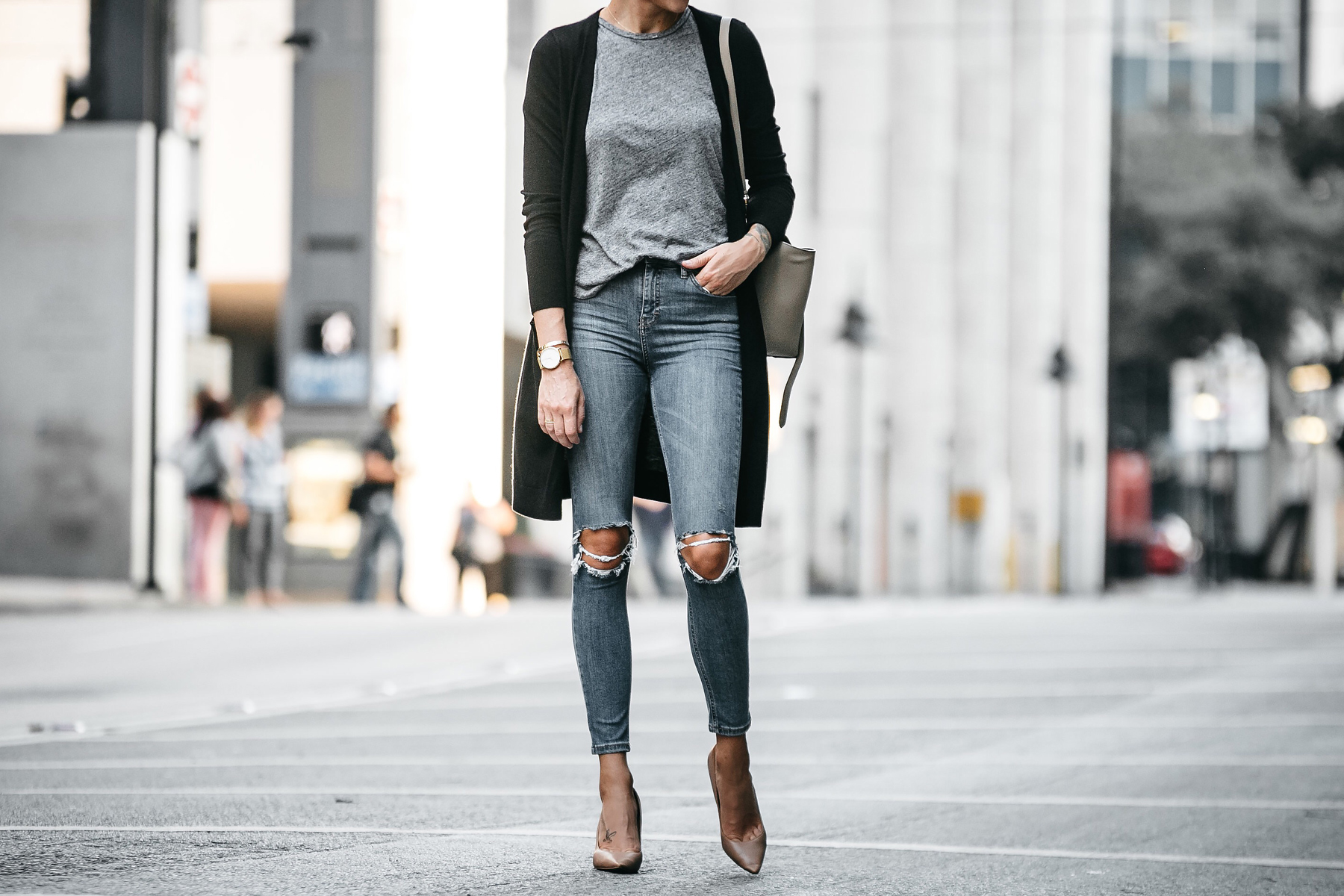 Long Black Cardigan Grey Tshirt Topshop Ripped Skinny Jeans Nude Pumps Outfit Fashion Jackson Dallas Blogger Fashion Blogger Street Style