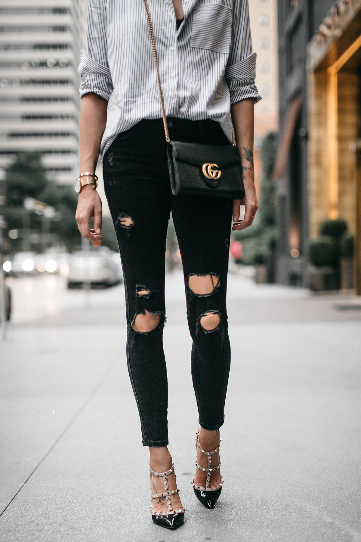 Striped Button Down Shirt Zara Black Ripped Skinny Jeans Valentino Rockstud Pumps Gucci Handbag Fashion Jackson Dallas Blogger Fashion Blogger Street Style