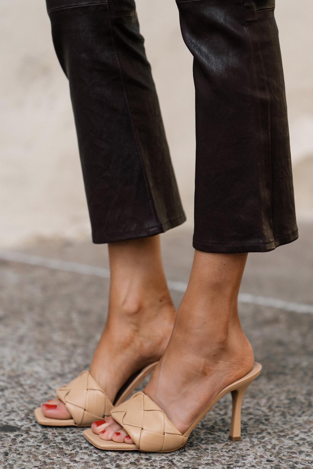 Fashion Jackson Wearing Vince Camuto Brelanie Sandal Dolce De Leche