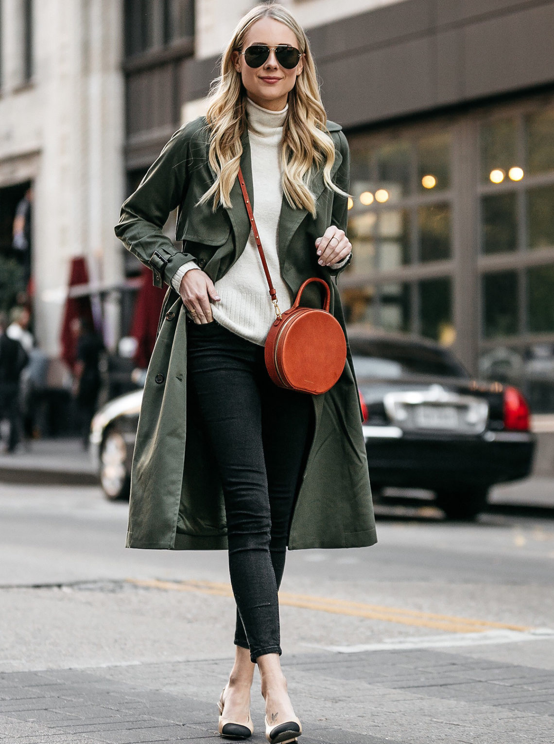 Blonde Woman Wearing Green Trench Coat White Sweater Black Skinny Jeans Chanel Slingbacks Mansur Gavriel Circle Crossbody Fashion Jackson Dallas Blogger Fashion Blogger Street Style