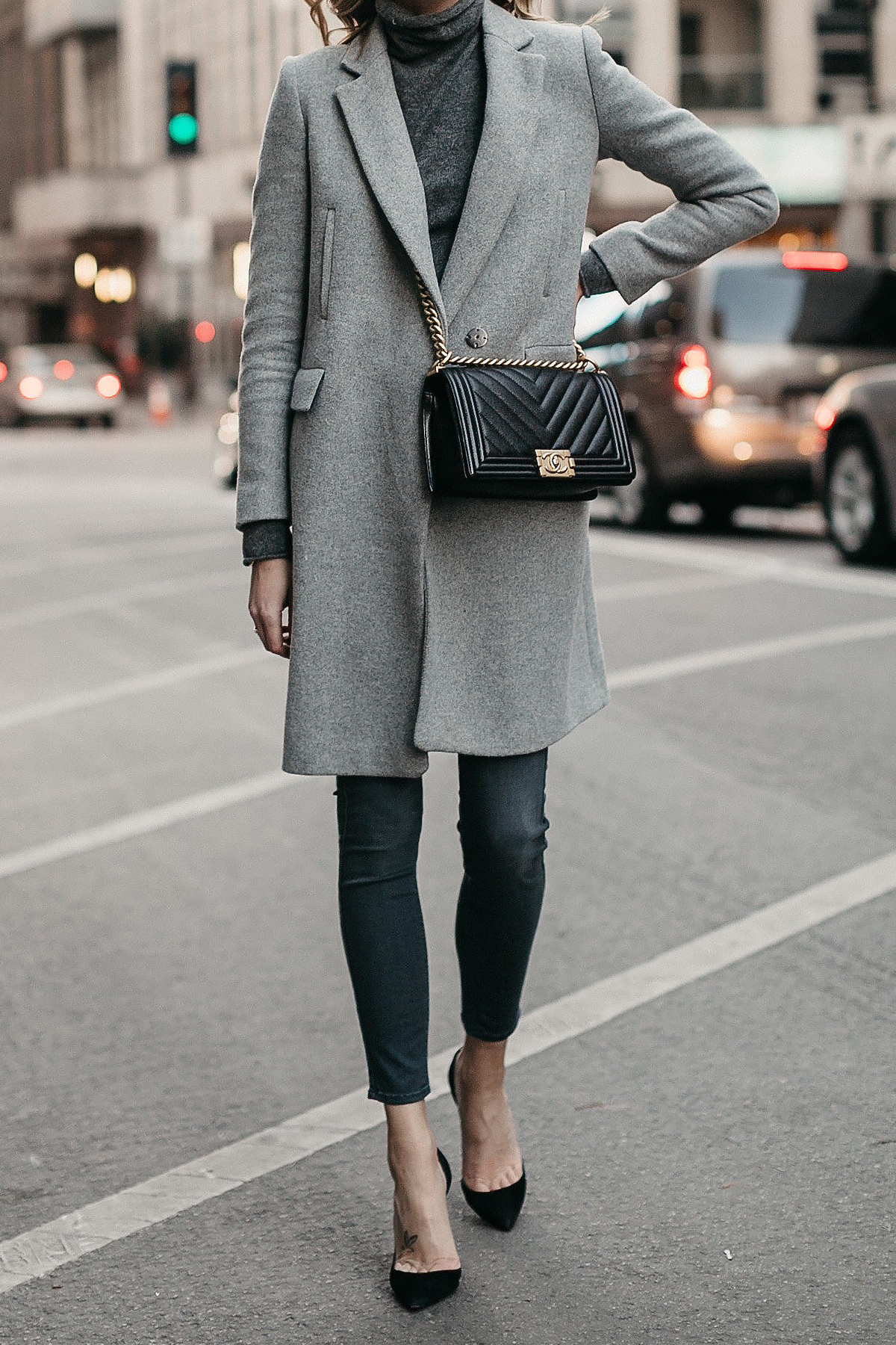 Grey Coat Grey Turtleneck Sweater Grey Skinny Jeans Black Pumps Black Chanel Boy Bag Fashion Jackson Dallas Blogger Fashion Blogger Street Style