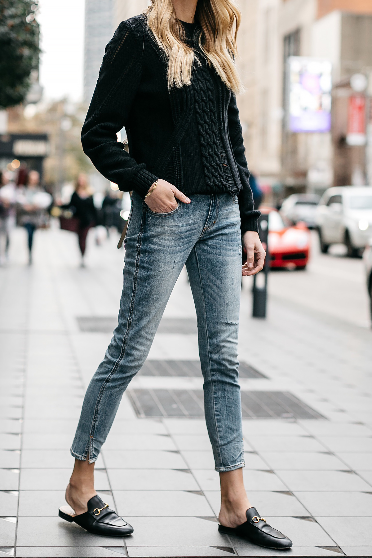 Woman Wearing Black Sweater Denim Jeans Outfit Frame Black Cable Knit Sweater Denim Split Hem Skinny Jeans Gucci Loafer Mules Fashion Jackson Dallas Blogger Fashion Blogger Street Style