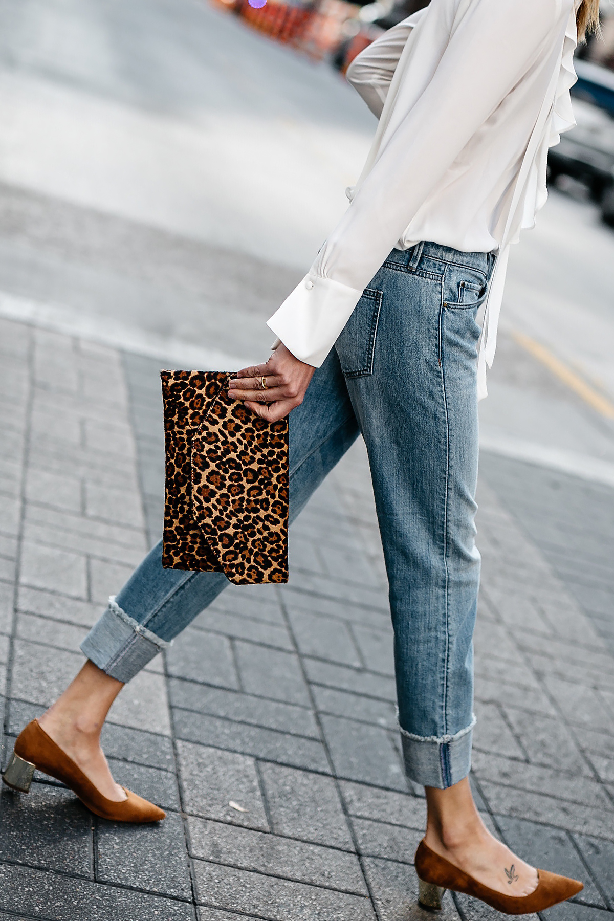 Woman Wearing Ann Taylor White Ruffle Blouse Ann Taylor Girlfriend Jeans Leaopard Clutch Tan Suede Heels Fashion jackson Dallas Blogger Fashion Blogger Street Stylte