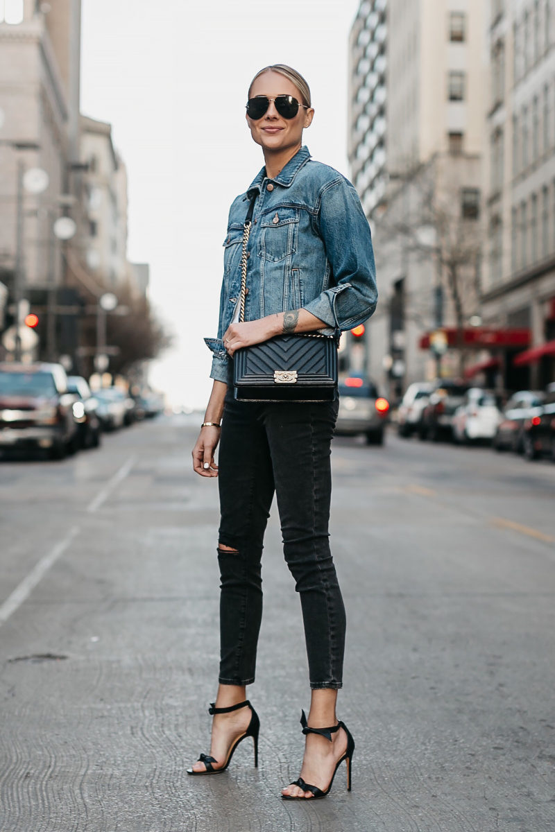 Petite jeans from New York & Company deliver that same big style, but on a smaller scale. - Boyfriend Jeans. Sits just below the waist, with a relaxed leg and a rolled ankle, our boyfriend jeans are always a favorite, delivering classic and comfortable style, wherever the day takes you.